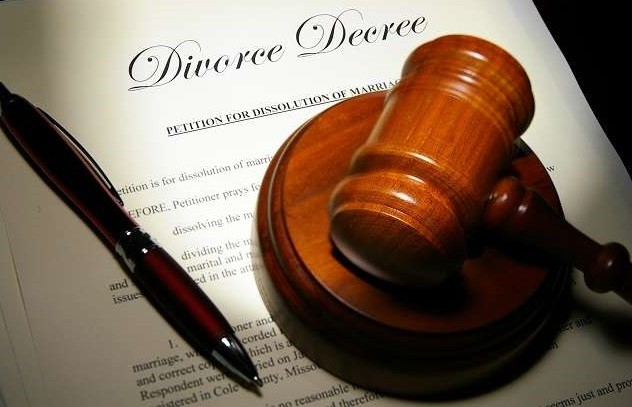 Woman prays court to beg husband to stop divorce proceedings
