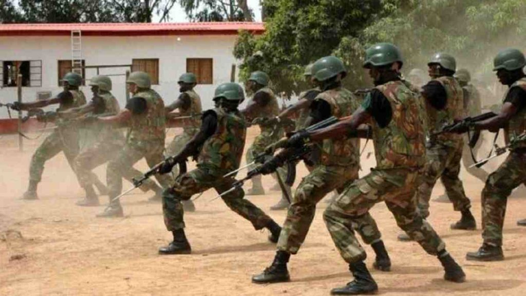 File picture shows some Nigerian soldiers (C) Premium Times